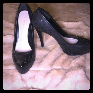 BCBG size 9 Heels